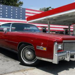 cadillac-ancienne-drapeau-americain