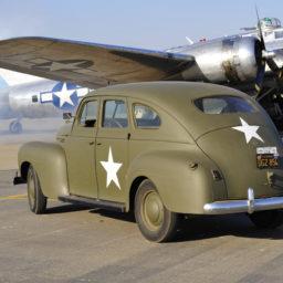 voiture-militaire-americaine-ancienne-avion